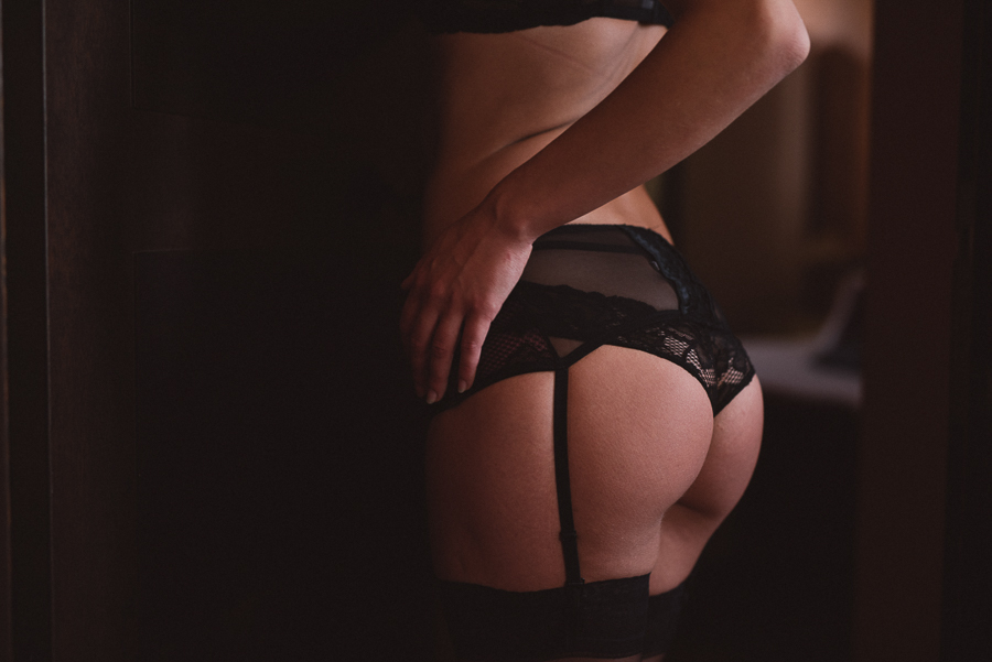 Boudoir intimate photo details