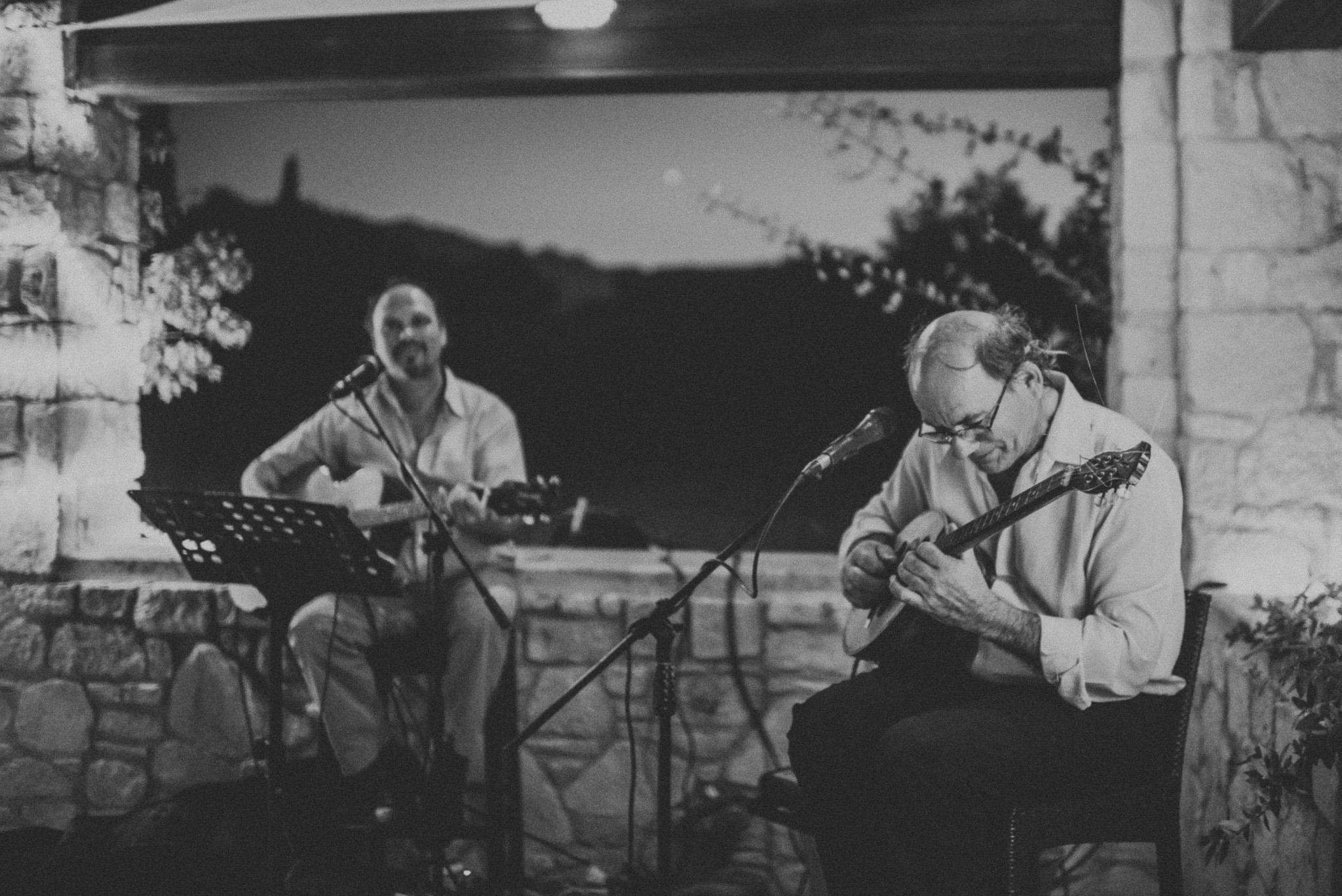 Live Greek music at wedding
